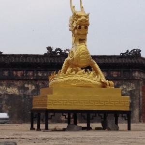 An impressive statue.